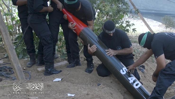 كتائب القسام تعرض مشاهد لرشقات صاروخية مركزة استهدفت أسدود وعسقلان وبئر السبع أحدثت دماراً وخسائر كبيرة لدى العدو